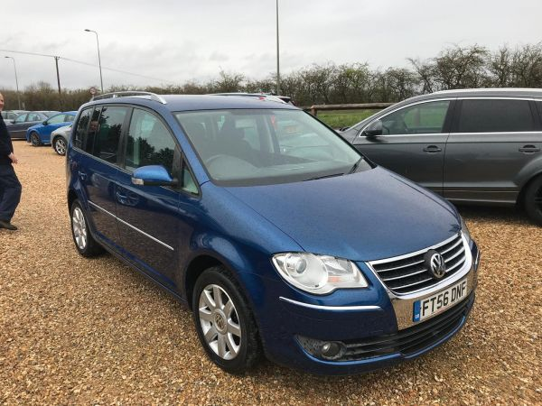 Used VOLKSWAGEN TOURAN in Witney, Oxfordshire for sale