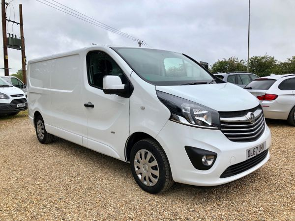 Used VAUXHALL VIVARO in Witney, Oxfordshire for sale